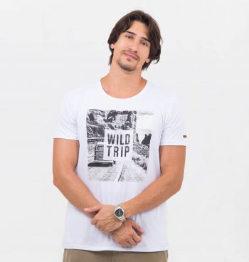 CAMISETA REGULAR ESTAMPADA WILD TRIP