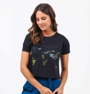 CAMISETA CROPPED ESTAMPA MAPA MUNDI