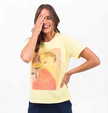 T-SHIRT ESTONADA COM ESTAMPA WOMAN
